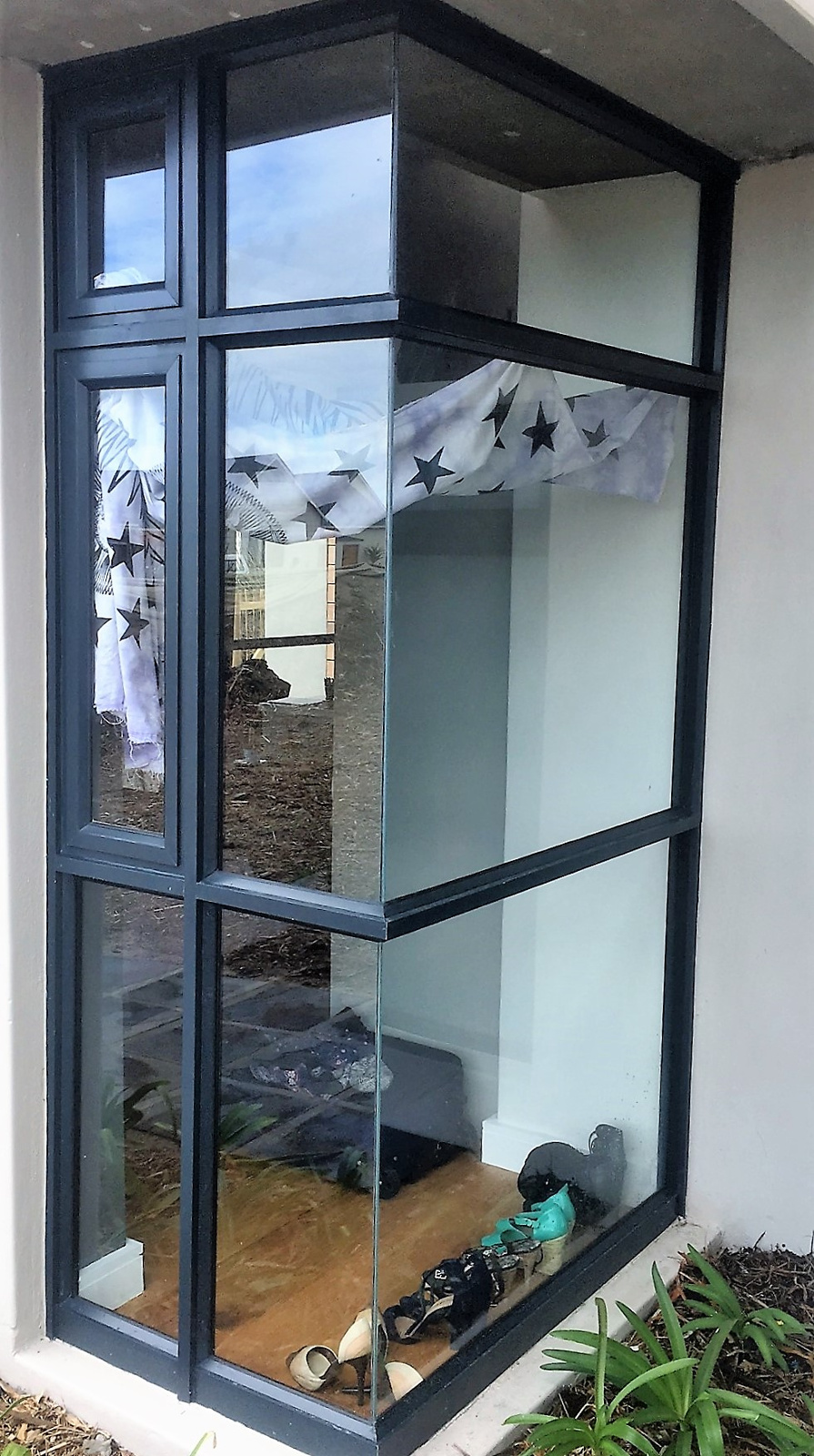 Double awning windows - Large White Aluminium Picture Window With Double Flanking Top Hung Awning Windows